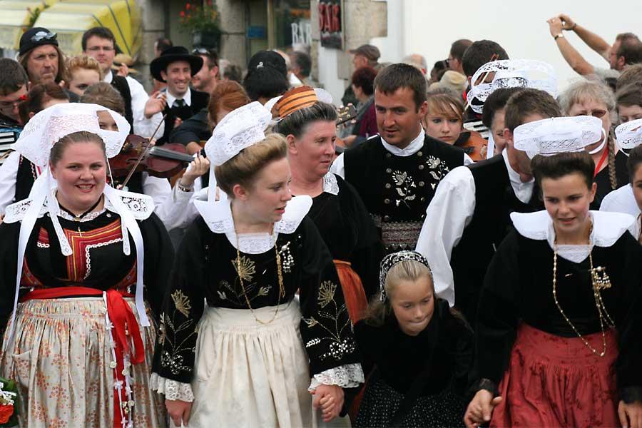 Défile Mondial Folk Plozévet